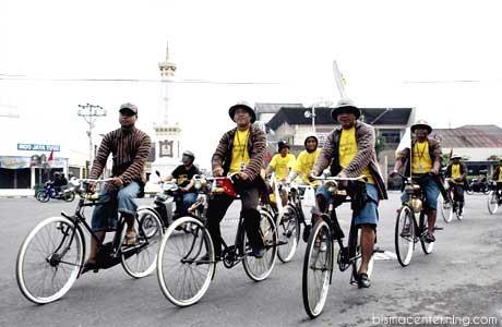 Bersepeda Onthel di Jogja