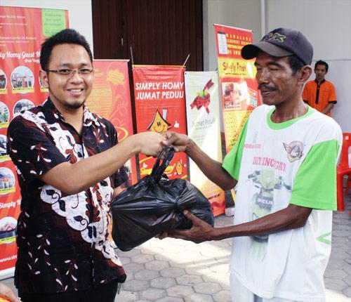 Kegiatan Donor Darah dan Bazaar Sembako Murah Simply Homy
