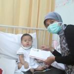 csr simply homy bandung memberikan santunan kepada almira pengidap leukemia