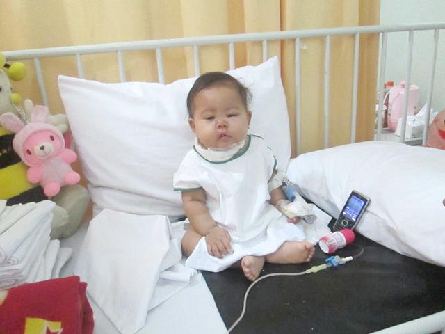 Jumat Peduli Simply Homy Bandung Memberikan Santunan Kepada Almira Balita Pengidap Kanker Darah