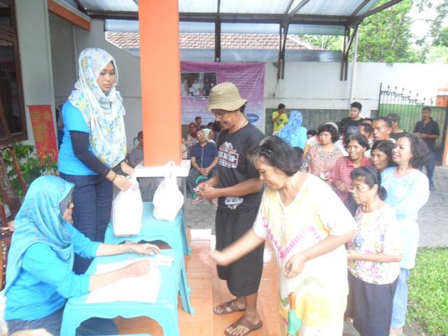 Kegiatan CSR Simply Homy Peduli 25 Nopember 2014