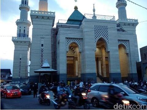 masjid suciati saliman