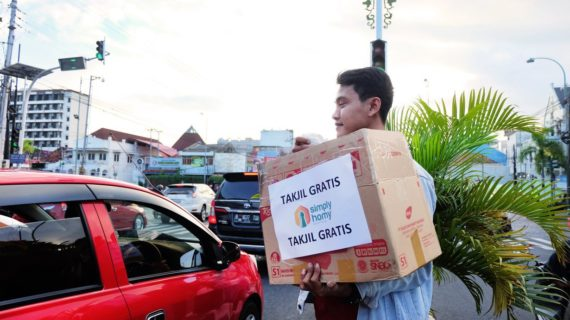 Berbagi Berkah Ramadhan dengan bagi-bagi Takjil Gratis